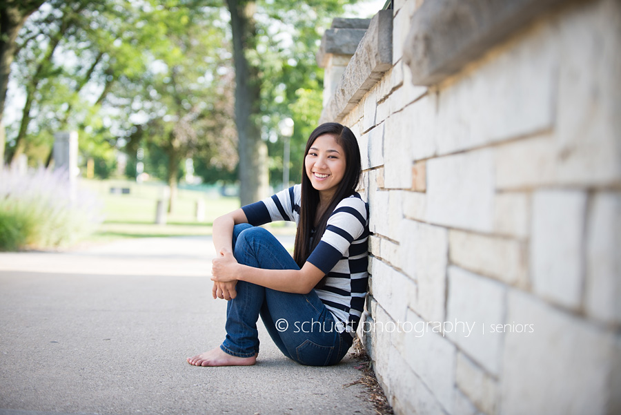 Casual outdoor senior pictures in Milwaukee WI waukesha