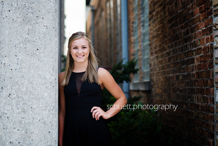 downtown urban brick wall senior pictures milwaukee wisconsin