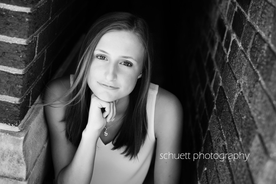 stunning black and white senior pictures brookfield wi milwaukee waukesha schuett photography melissa schuett