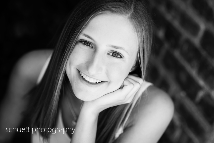 simple beautiful black and white natural smile beautiful senior pictures milwaukee wisconsin brookfield mequon